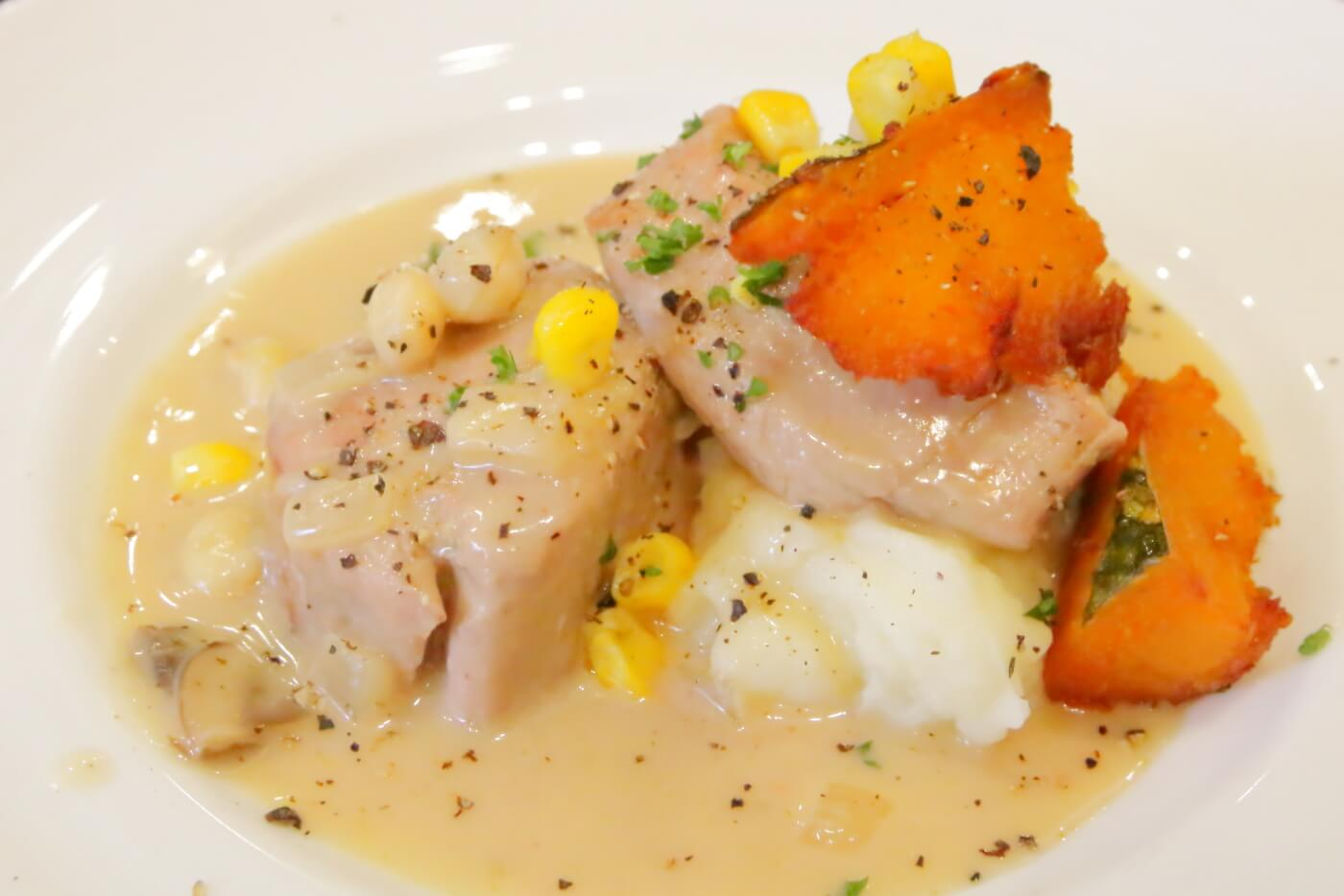 高知市ルビストロタシマのランチ 豚フィレ肉のフリカッセ