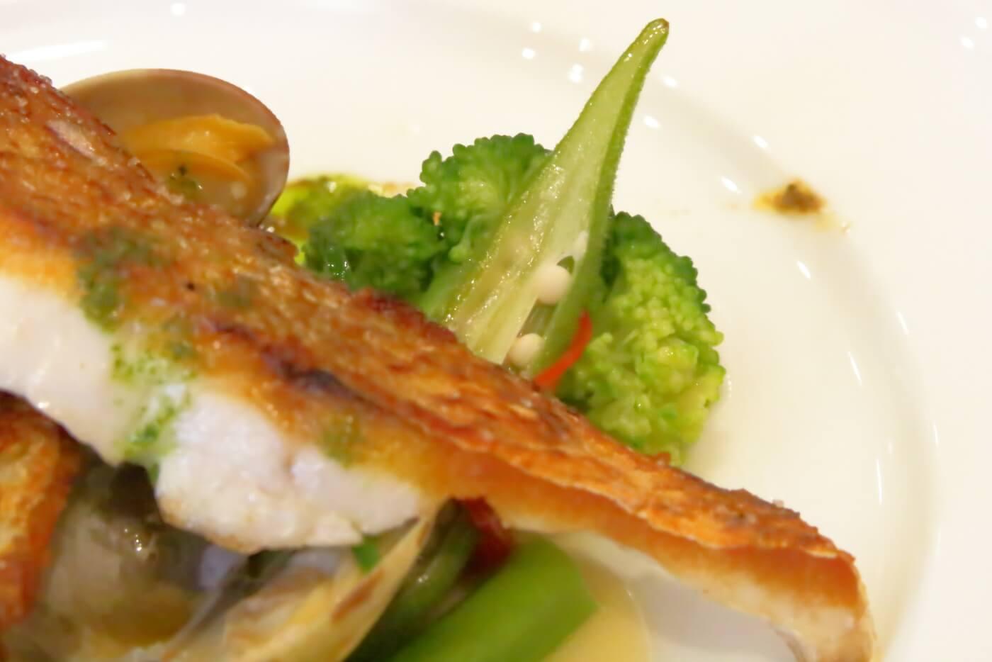 高知市ルビストロタシマのランチ 魚のポワレ