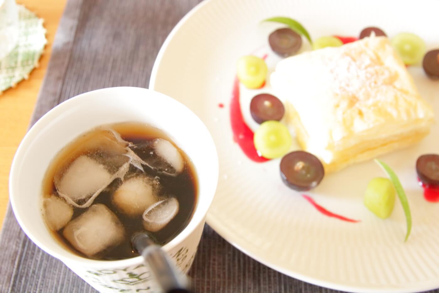 クッチーナ・サクラのランチ デザートのスイーツとアイスコーヒー