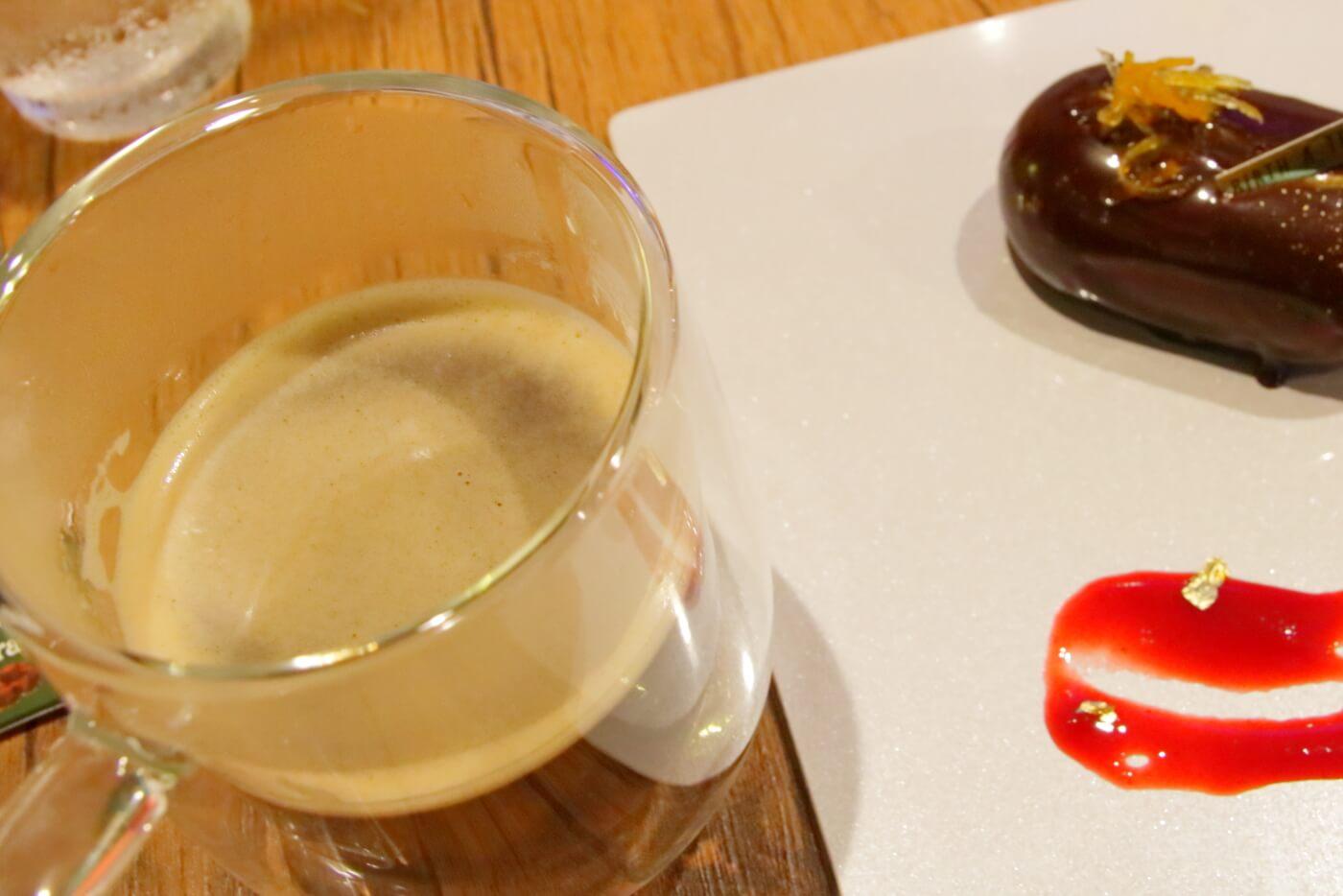 バースアトリッグカフェのミラーケーキ
