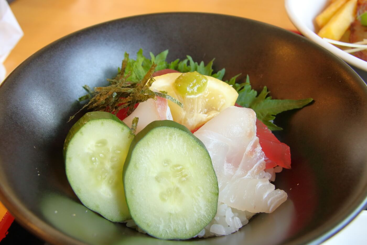 高知市 FAMILY RESTAURANT ASAHI ファミリーレストランアサヒ 満足プチ丼セットの海鮮丼
