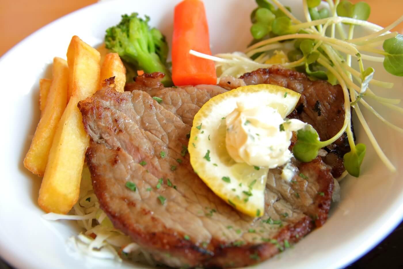 高知市 FAMILY RESTAURANT ASAHI ファミリーレストランアサヒ 満足プチ丼セットのステーキ丼