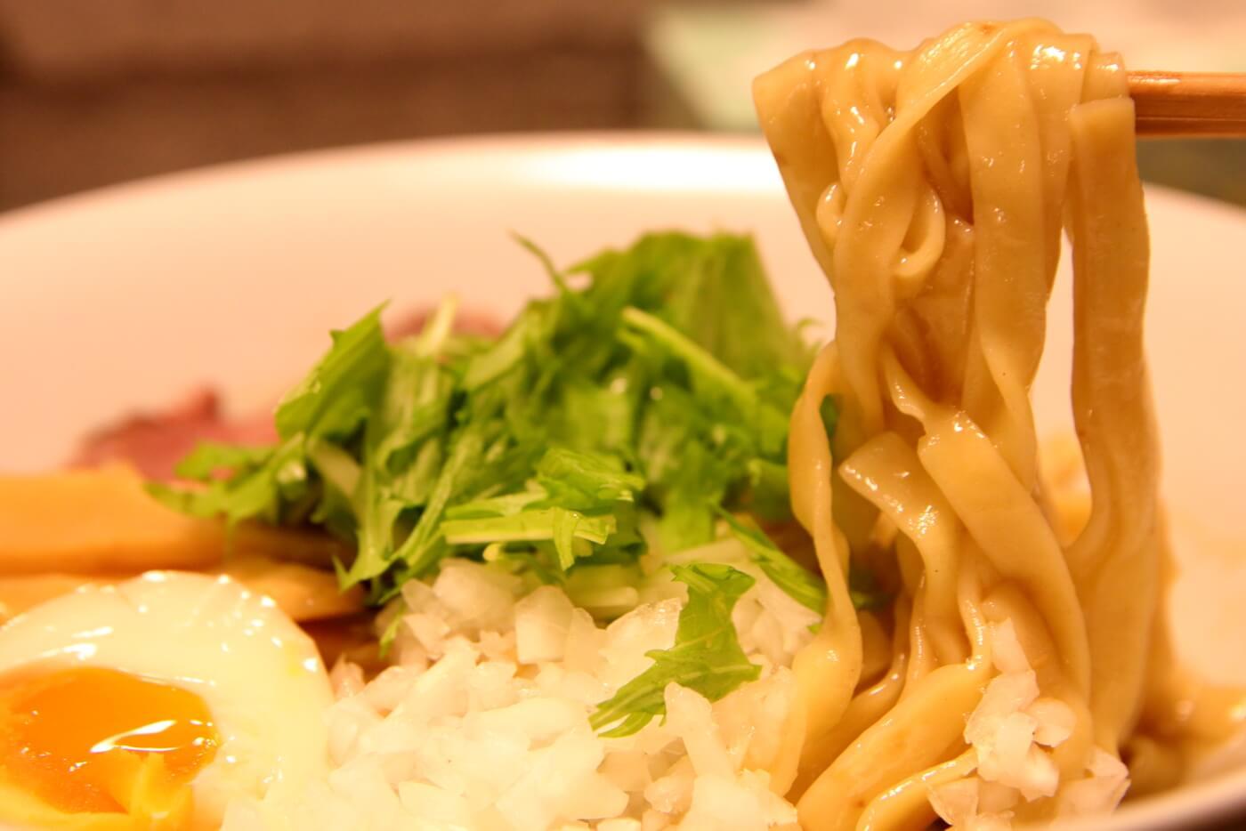 高知市一宮のラーメン店 和へる(あえる) 油そばの平打ち麺
