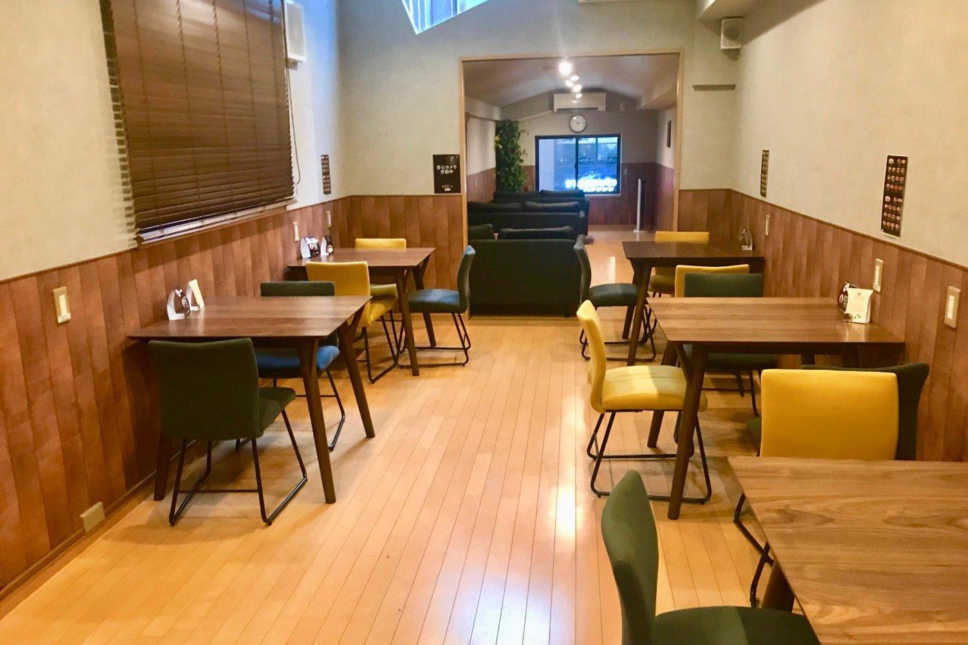 高知市 帯屋コッペ店内のイートインスペース