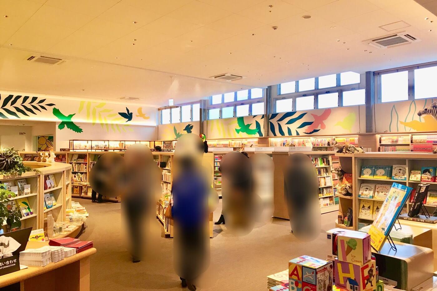 高知蔦屋書店 3階の絵本売り場