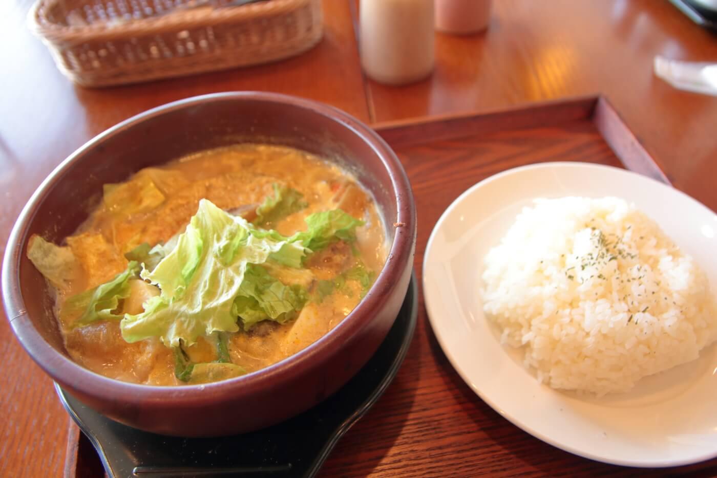 Real食堂 西山珈琲館 国産牛スジ肉のミルク入りスープカレー