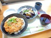 道の駅大山レストランのランチ 土佐ジローの親子丼とナスのタタキ