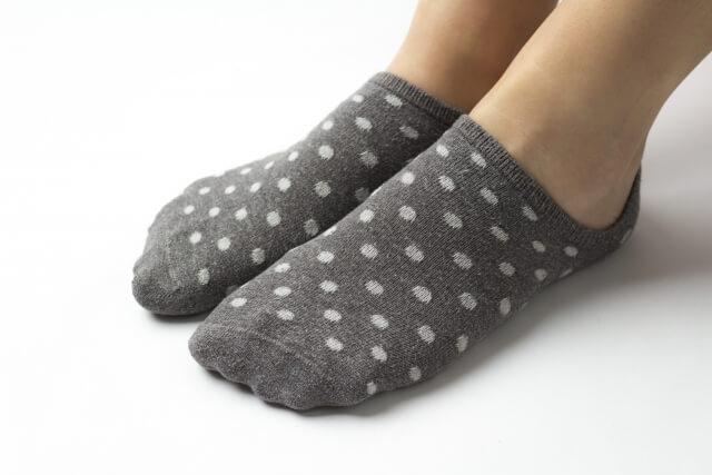 靴下を履いた足