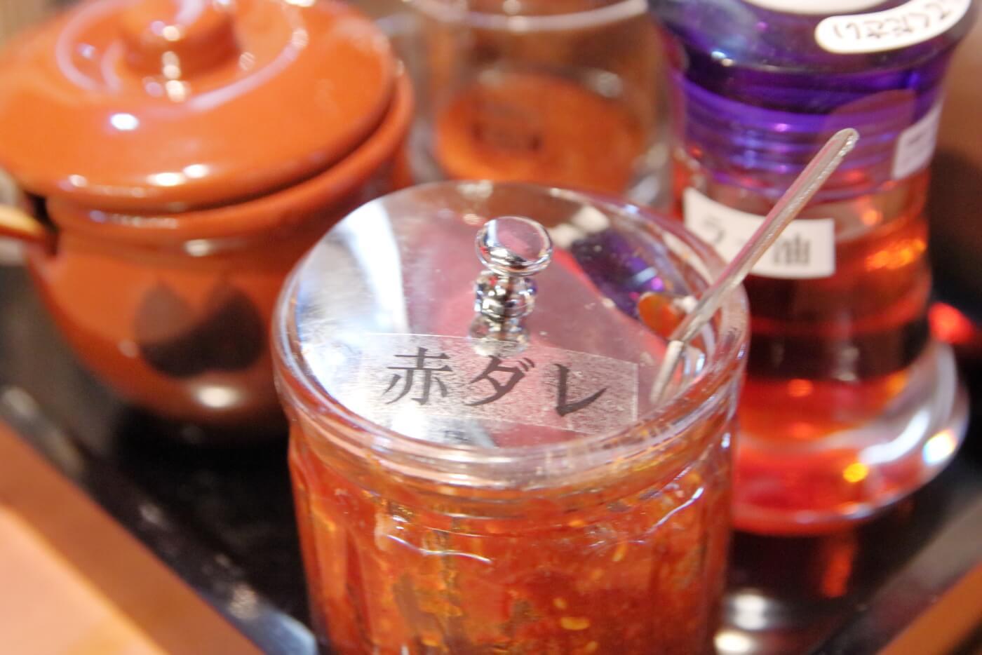 製麺処蔵木南国店 赤ダレの容器