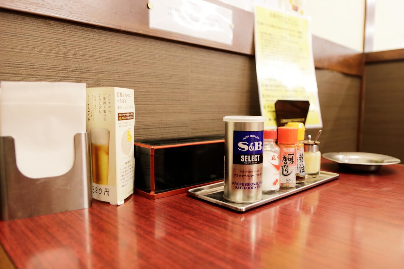 高知市にあるラーメン屋さん鈴木食堂の店内