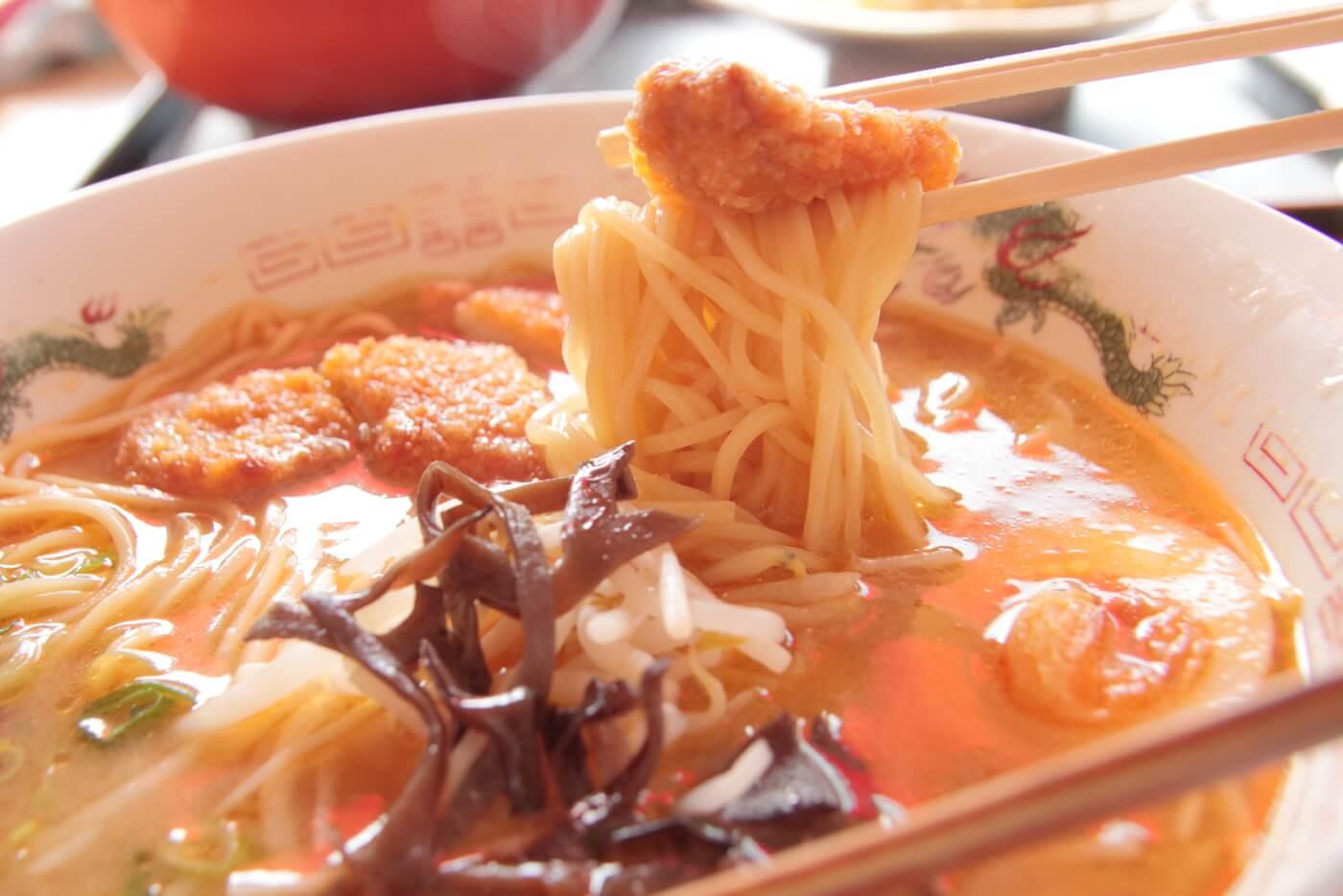 ラーメン家 正蔵 味噌カツラーメンのトンカツと麺