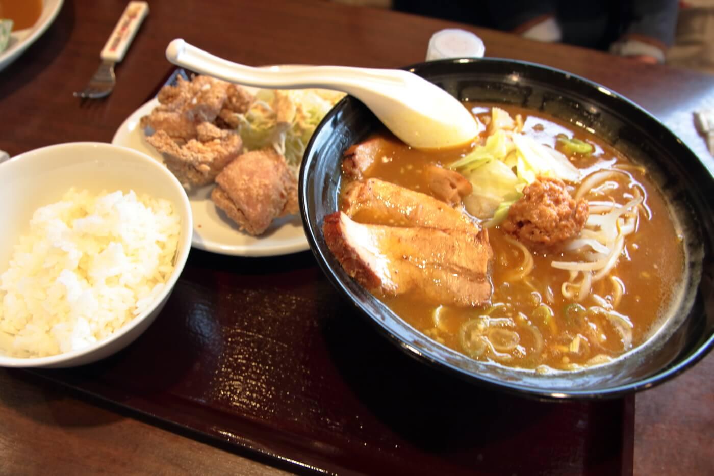 ココイチ香南野市店 チャーシュー3枚カレーラーメン 唐揚げセット