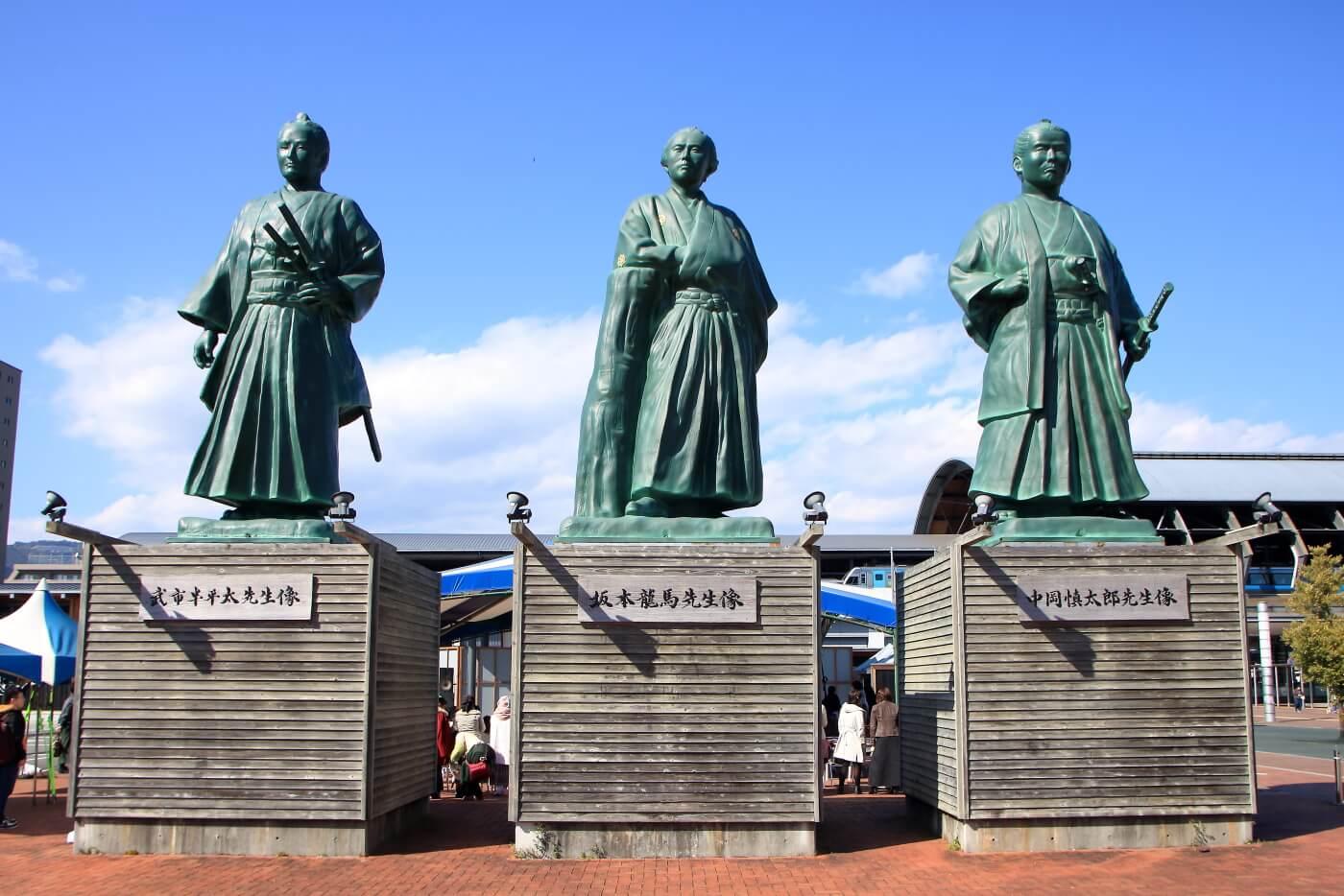 高知駅 坂本龍馬 中岡慎太郎 武市半平太 三志士の像