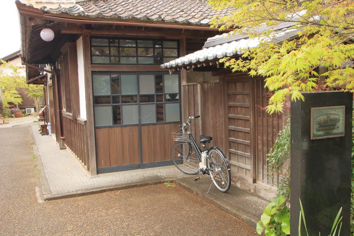 香美市土佐山田町のイタリア料理屋さんクアットロスタジオーニ近く 古民家の外観