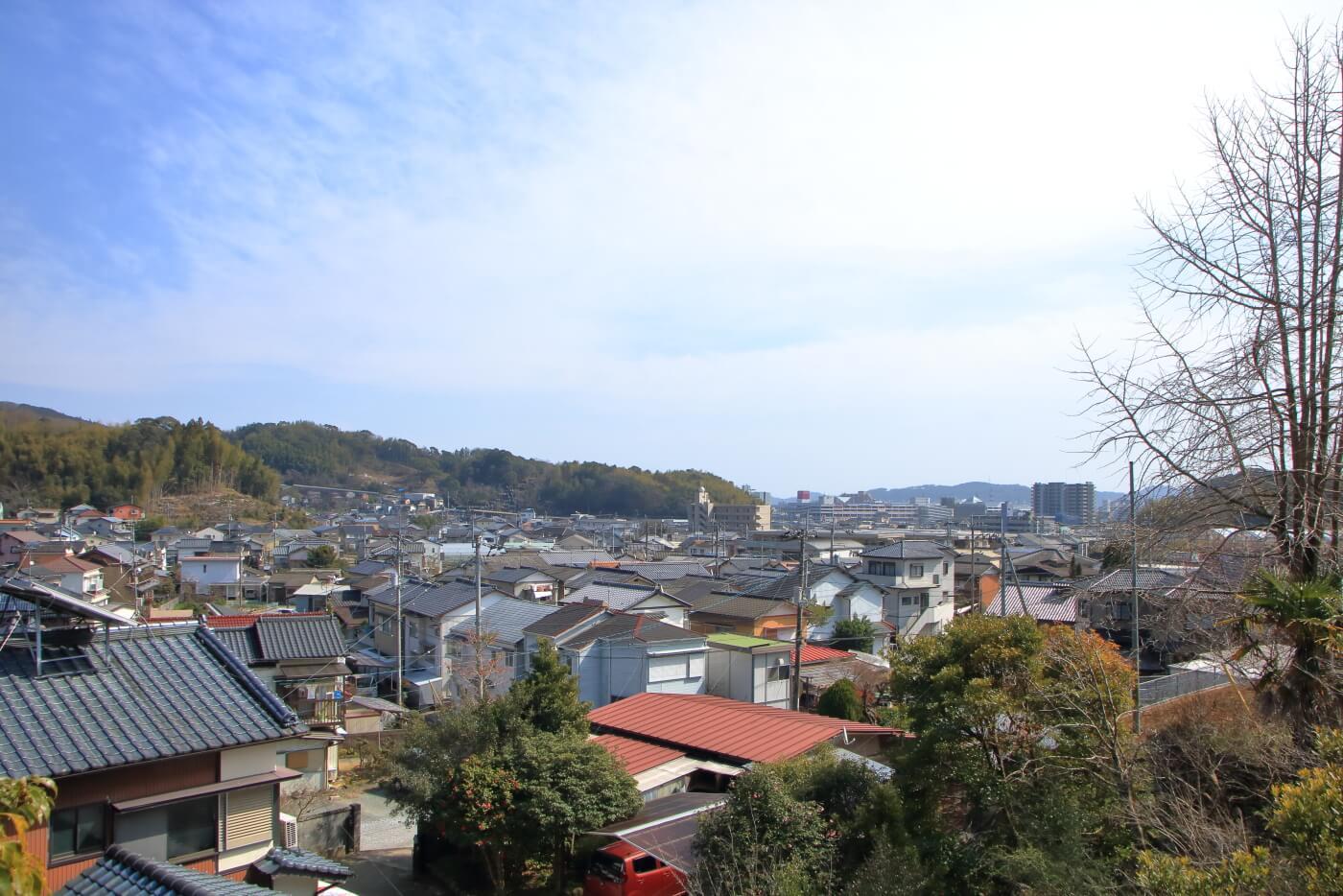 MIO CAFE が佇む丘から見える高知市の景色