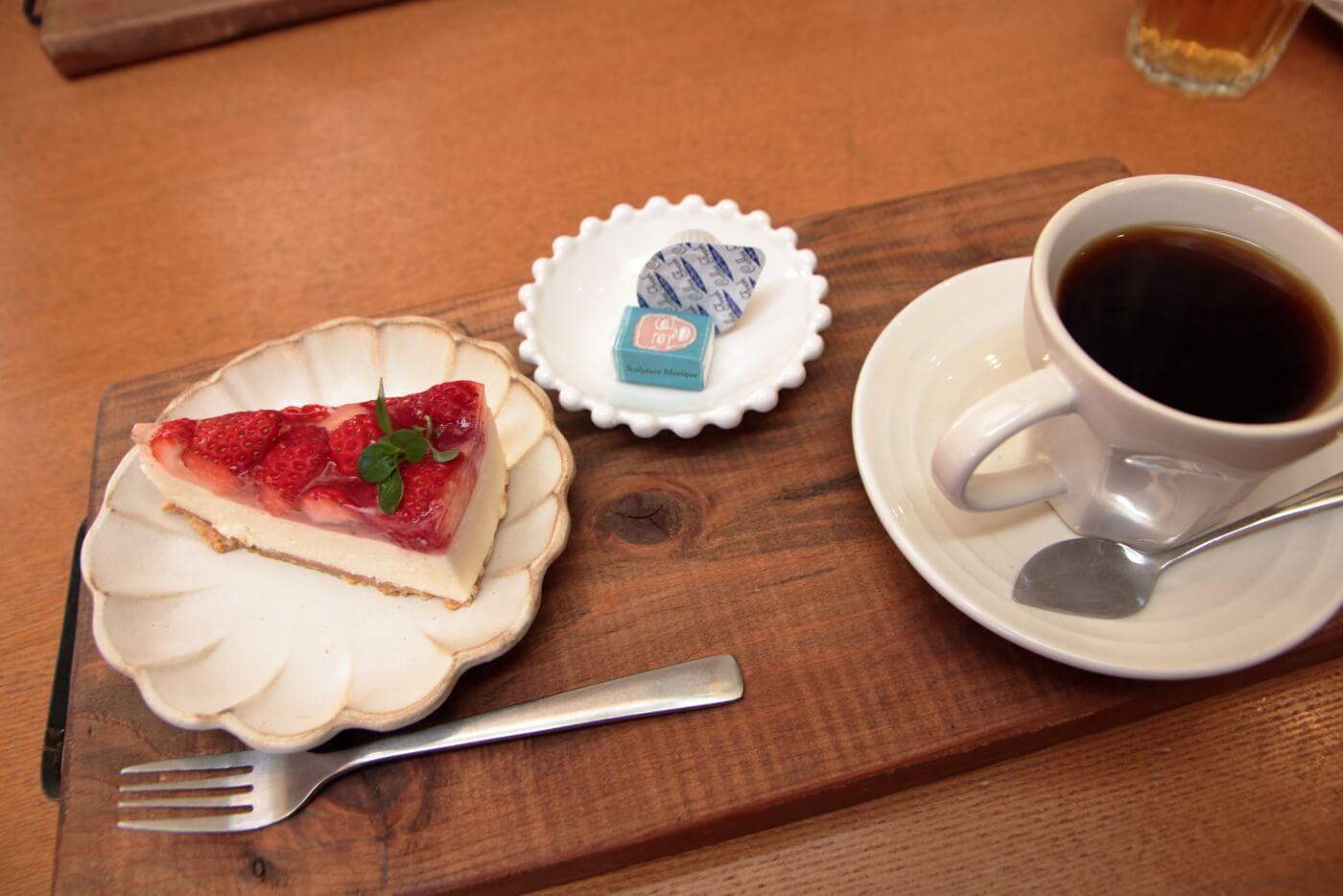 MIO CAFEのデザートとコーヒー