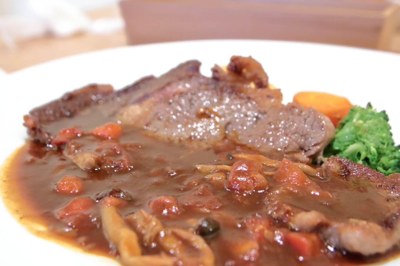 高知・南国市のレストランnoiのランチB リブロースステーキ