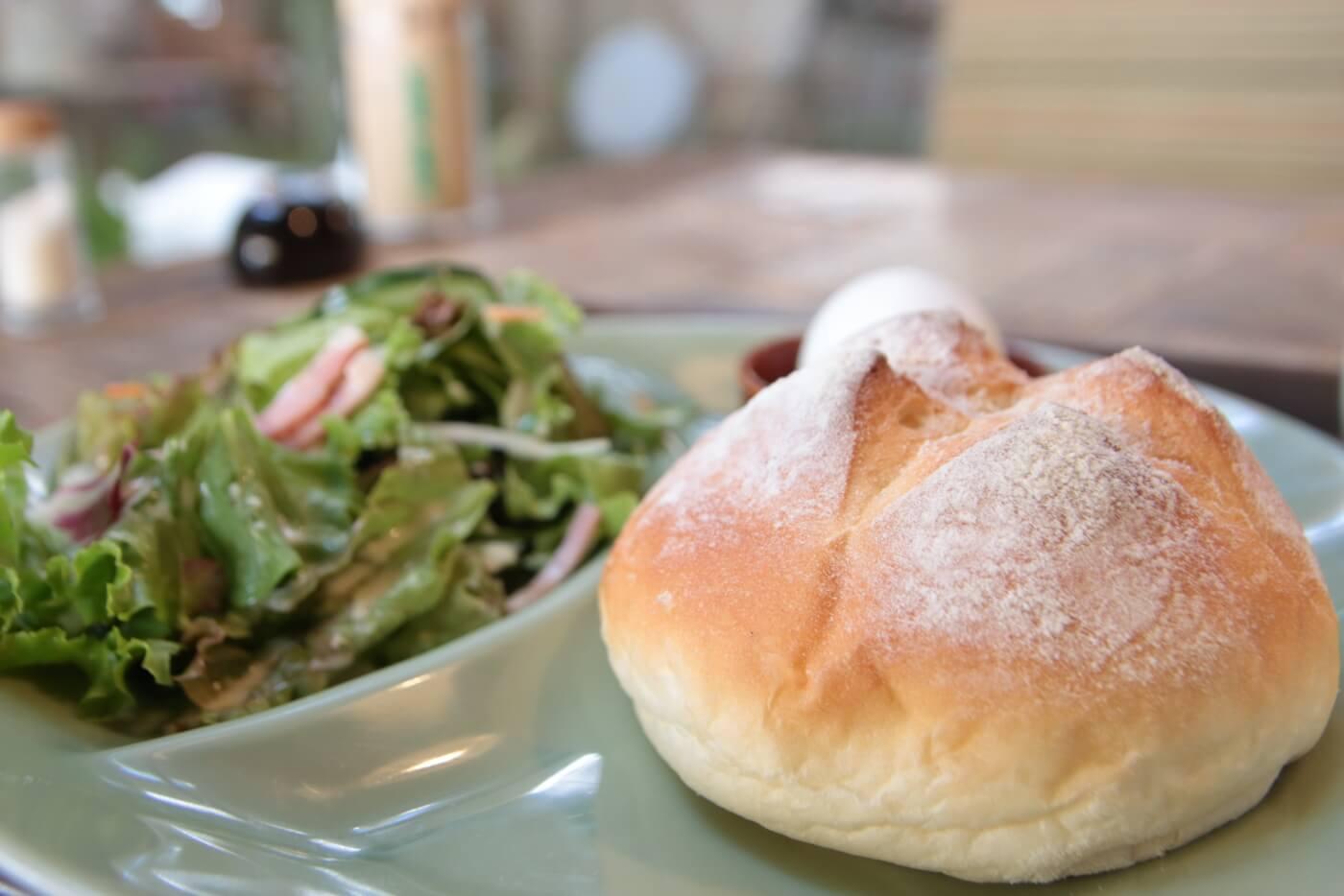 高知南国市の農園レストラン TRITON(トリトン)モーニングのパン
