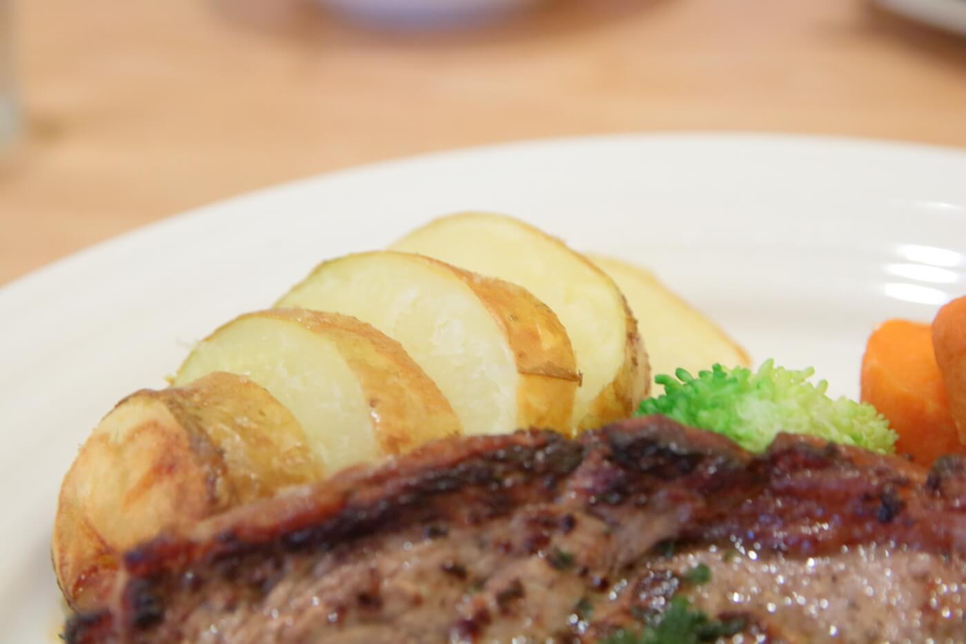 高知・南国市のレストランnoiのランチB シャリアピンステーキ 付け合わせのポテト
