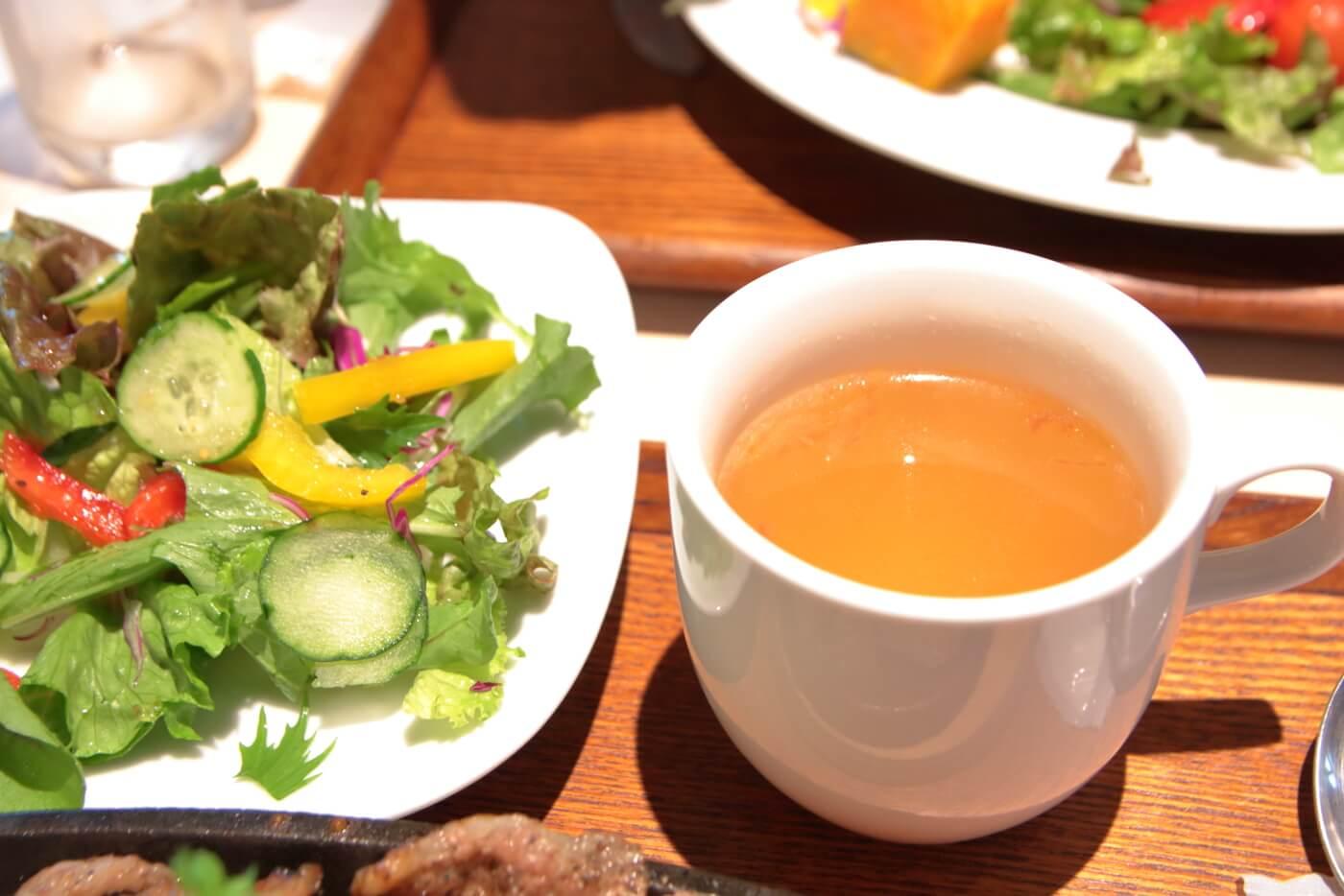高知蔦屋書店 RAKUDA NIKU BARU JAPAN(ラクダニクバル) 鉄板焼肉ご飯とセットの龍馬ブラックのチキンスープ