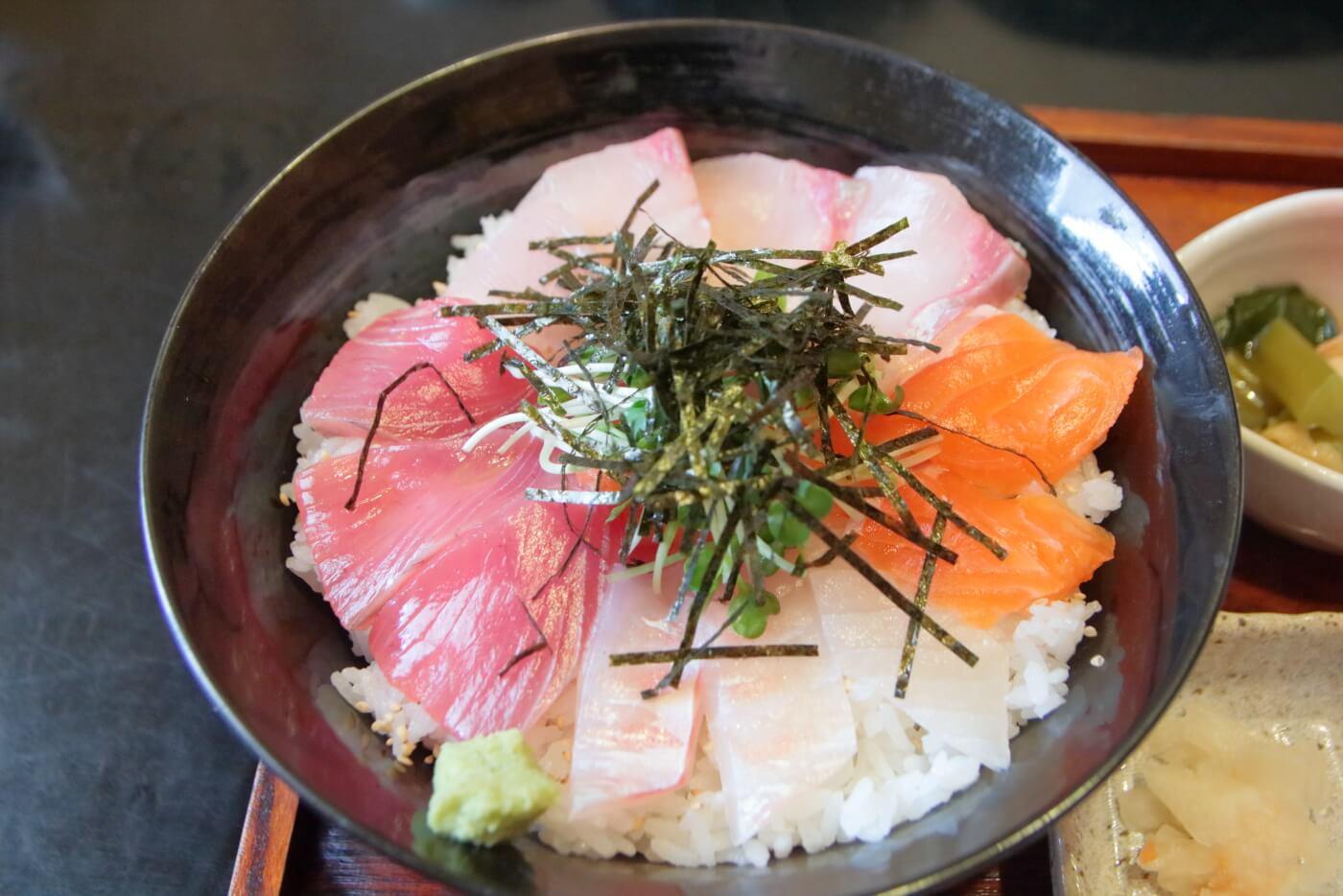 高知/土佐市 稲月(いなつき) 三食海鮮丼