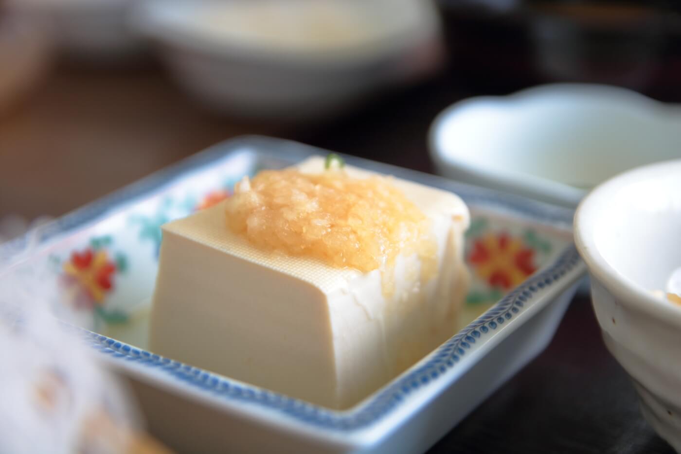 ドライブイン西村食堂 刺身定食の豆腐