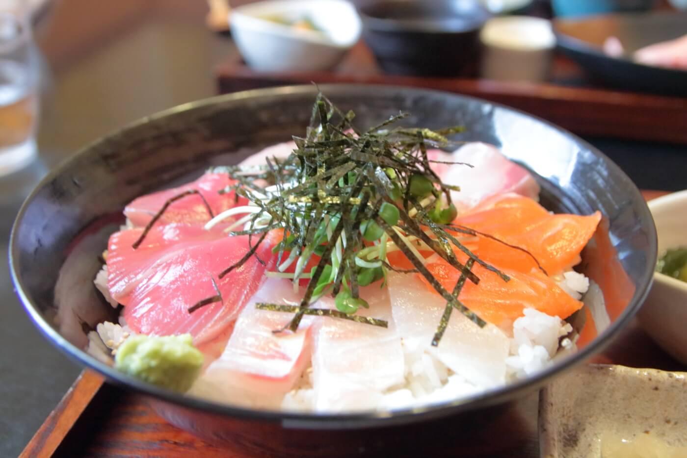 高知/土佐市 稲月(いなづき) 三食海鮮丼