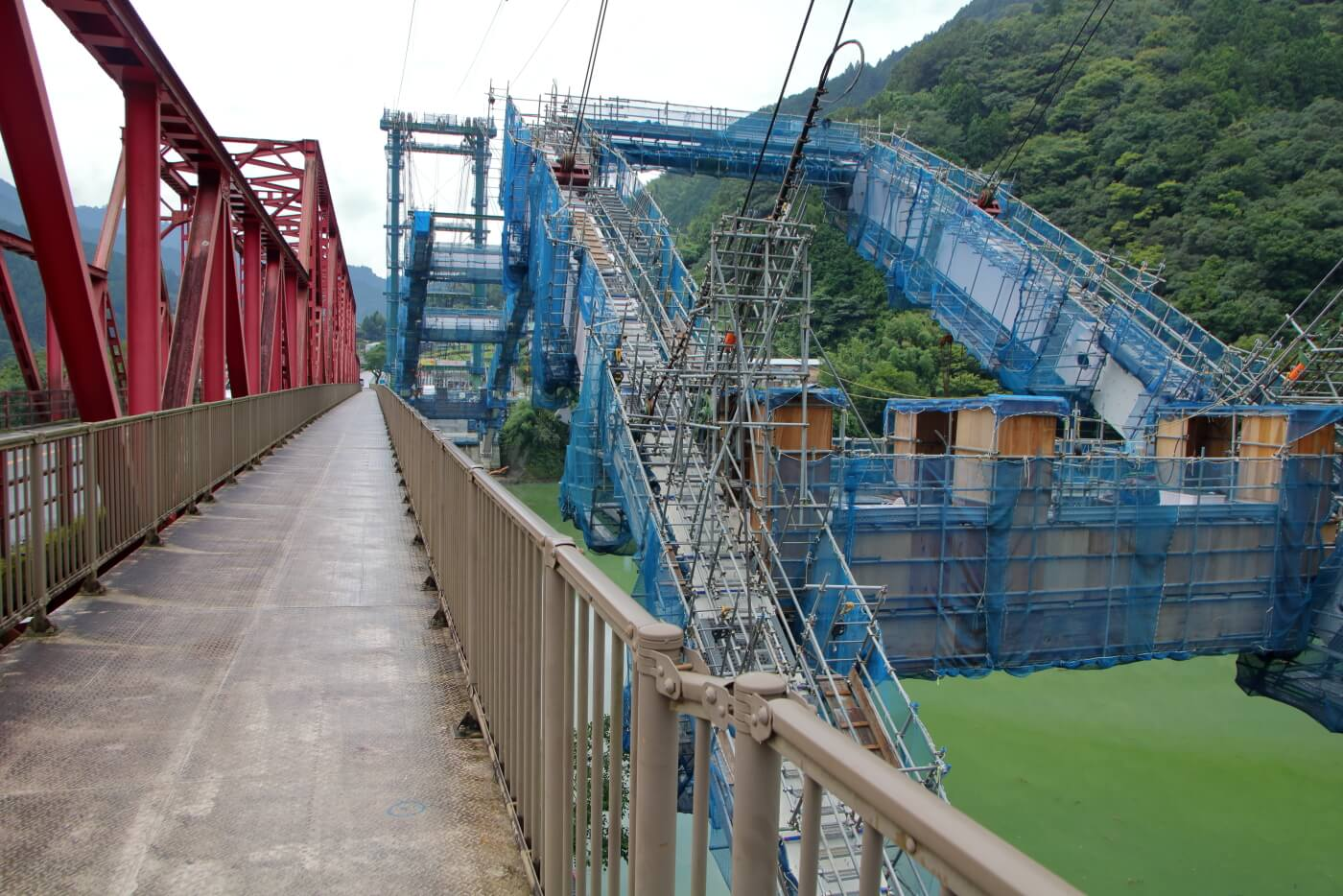 高知県香美市物部町で建設中の大栃橋