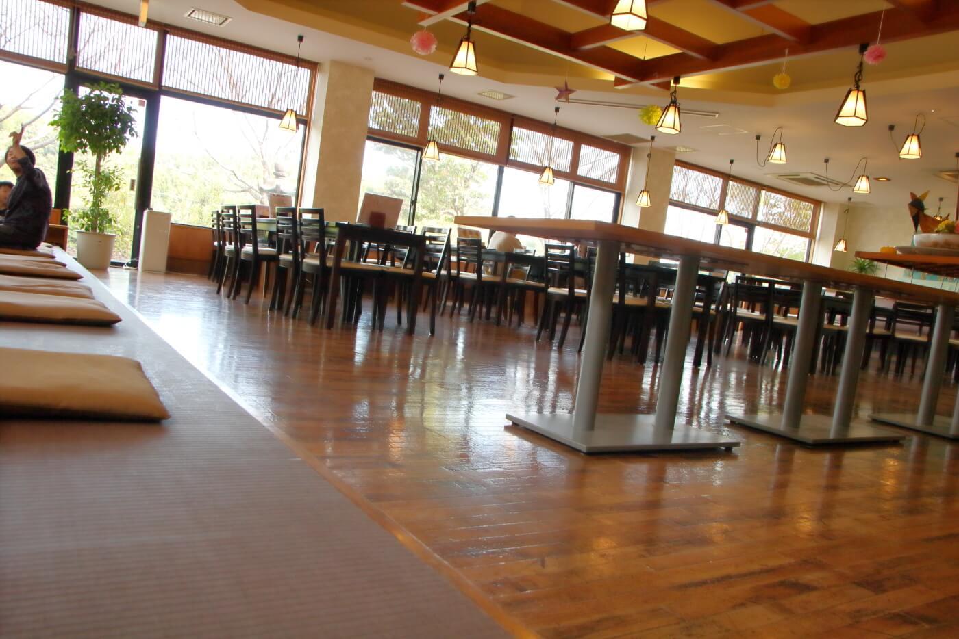 天然温泉はるのの湯 レストラン グランディールはるの 内観