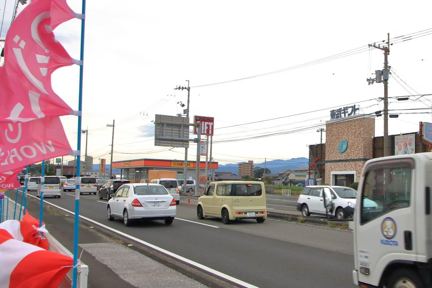 ワールドプラスジム 高知香南店 店先の風景