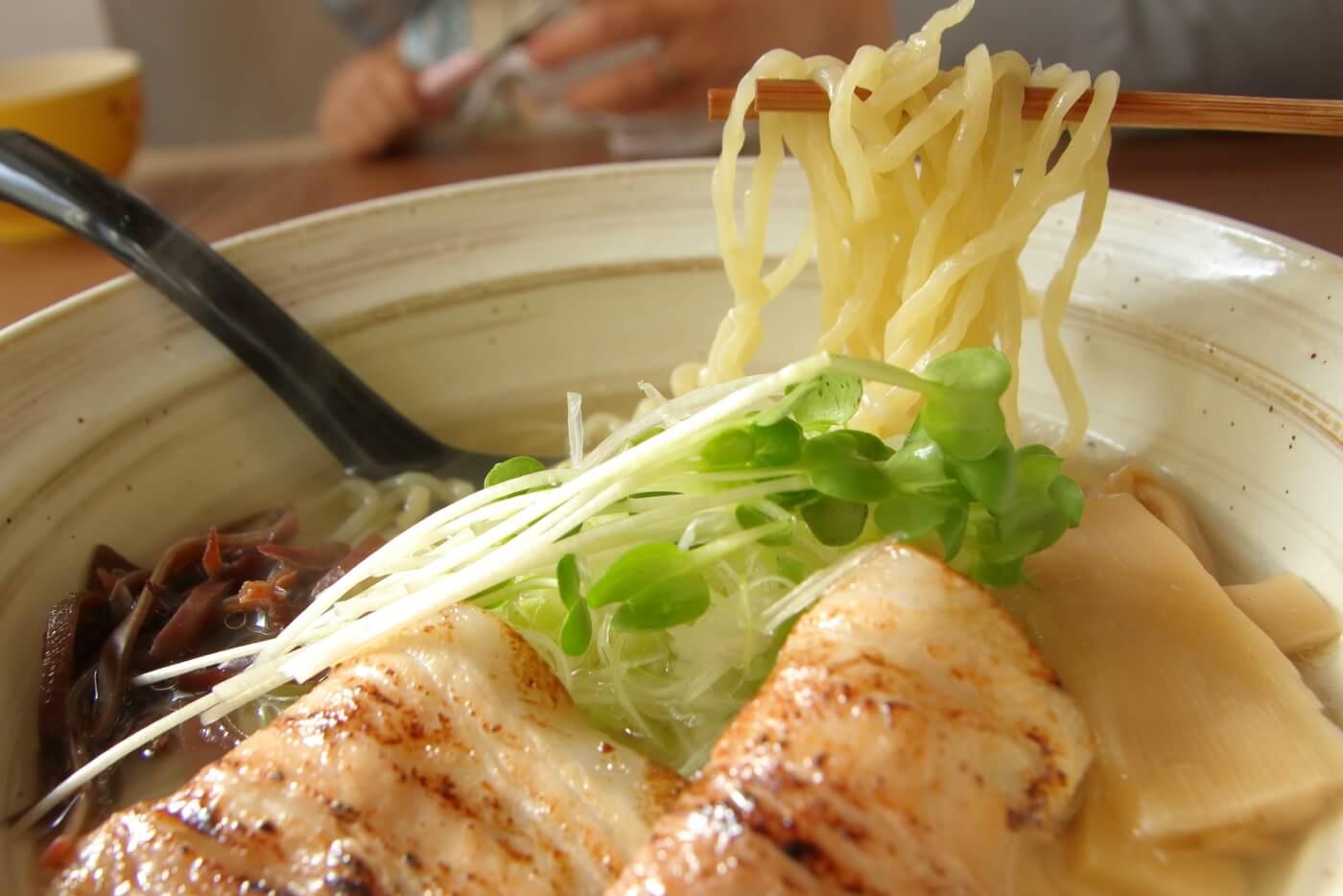 らーめん食堂 一心 namihana 汐らーめん 太麺