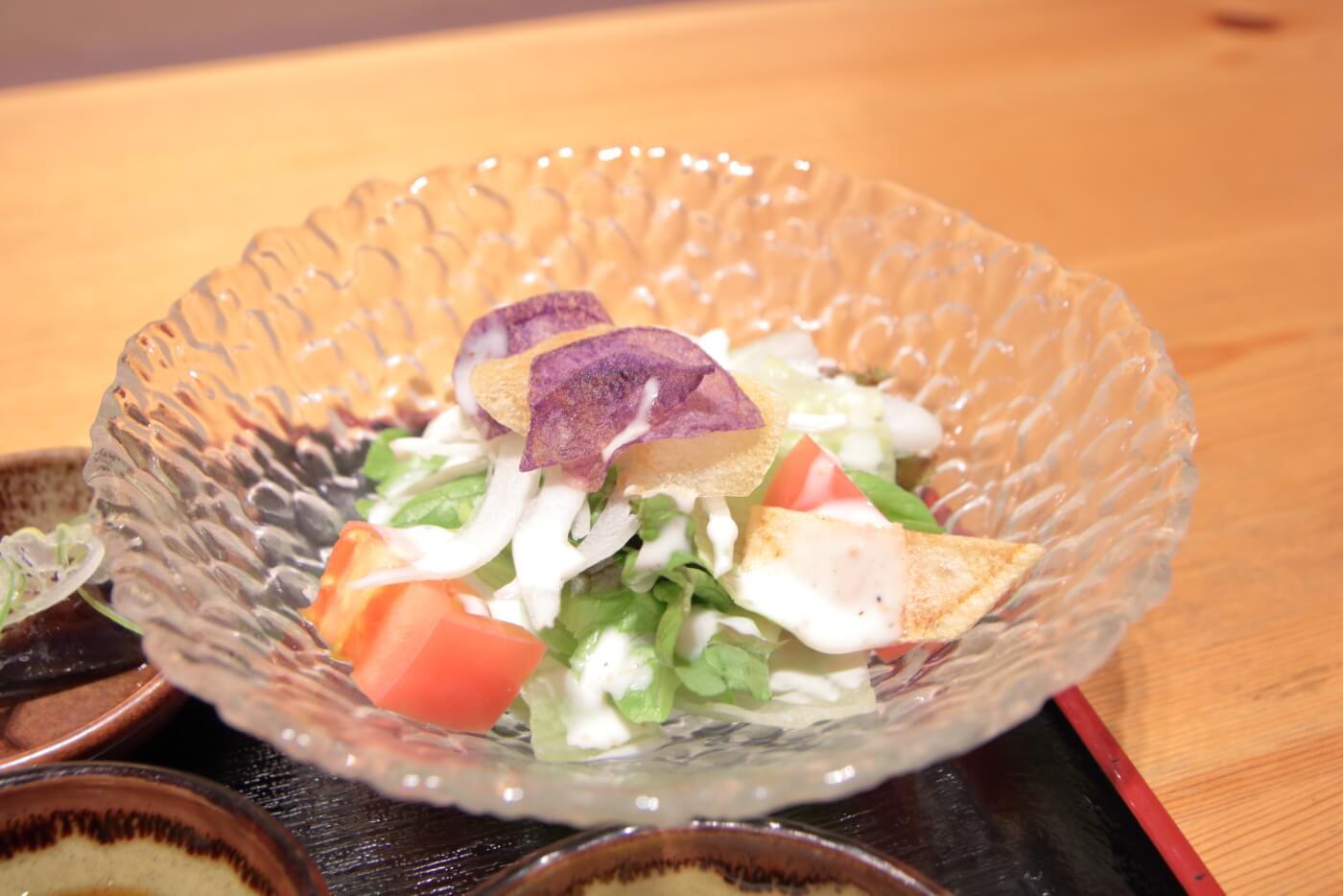 高知市の居酒屋 kataomoi(かたおもい)ランチのサラダ