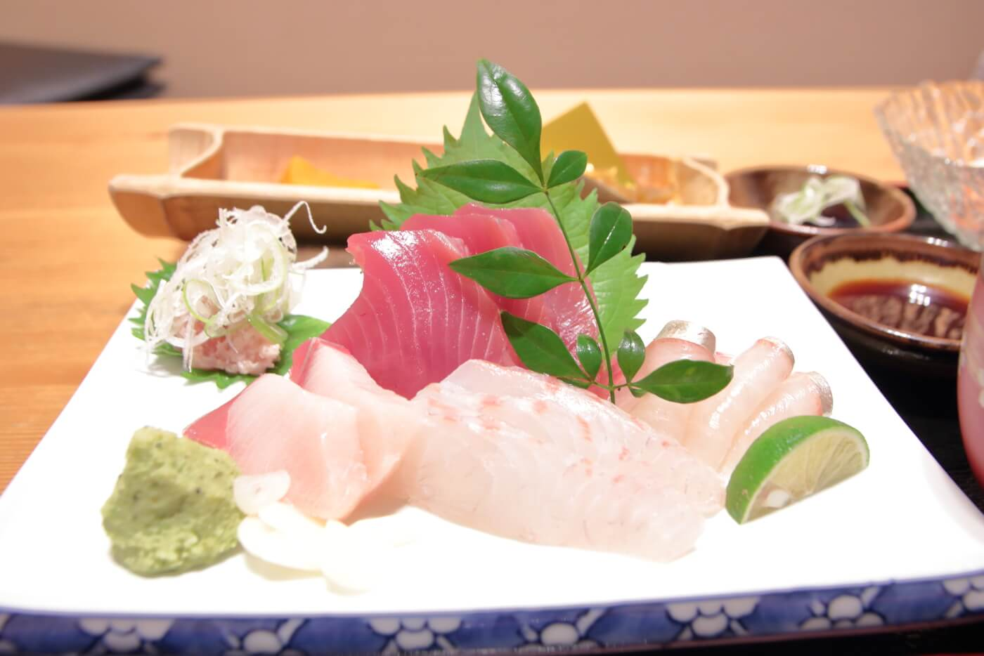 高知市の居酒屋 kataomoi(かたおもい)のランチ 刺身定食