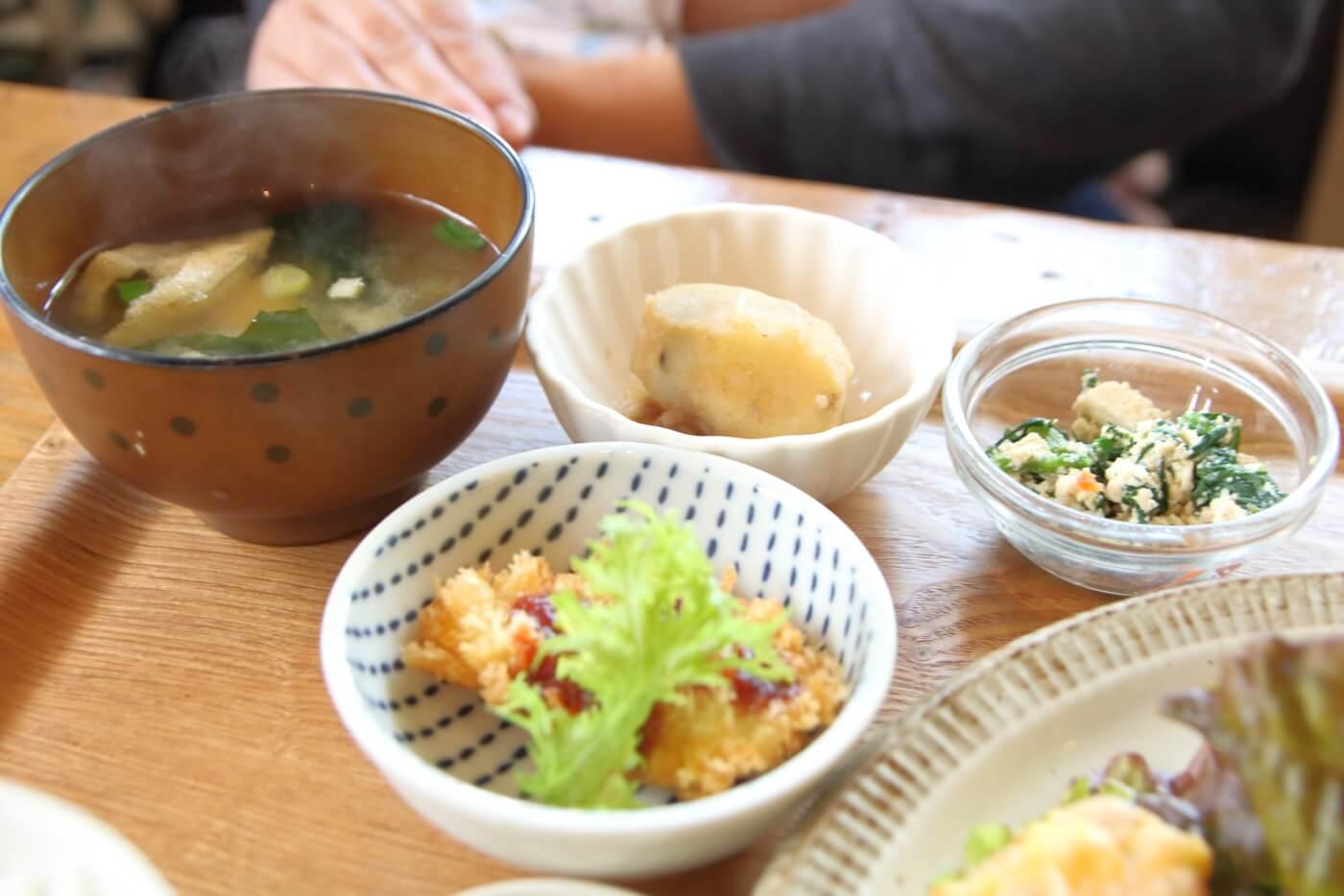高知香美市土佐山田のカフェあかいみ 日替りランチ 小鉢の副菜