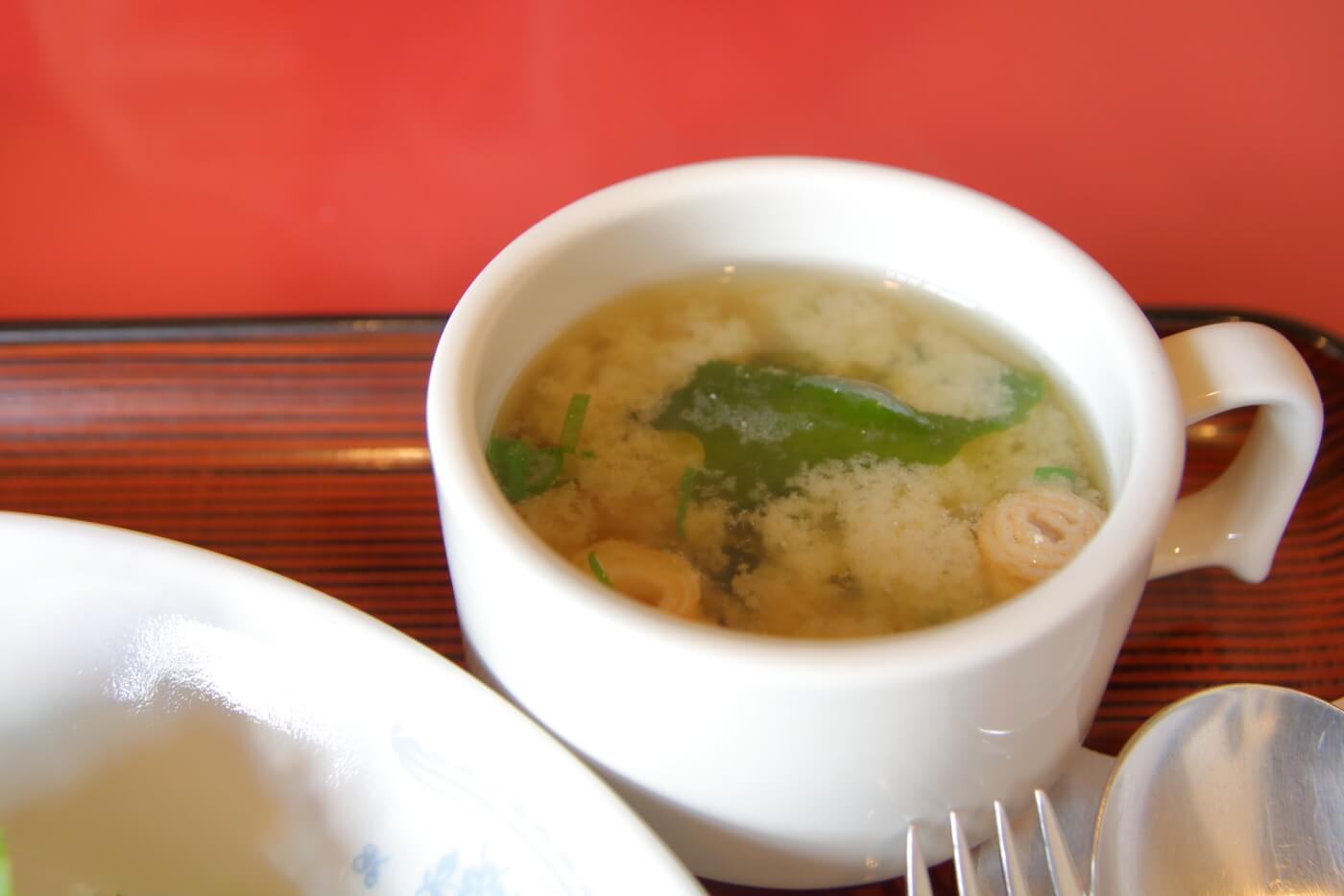 高知市のレストラン ライフタイム ランチのステーキライスの味噌汁
