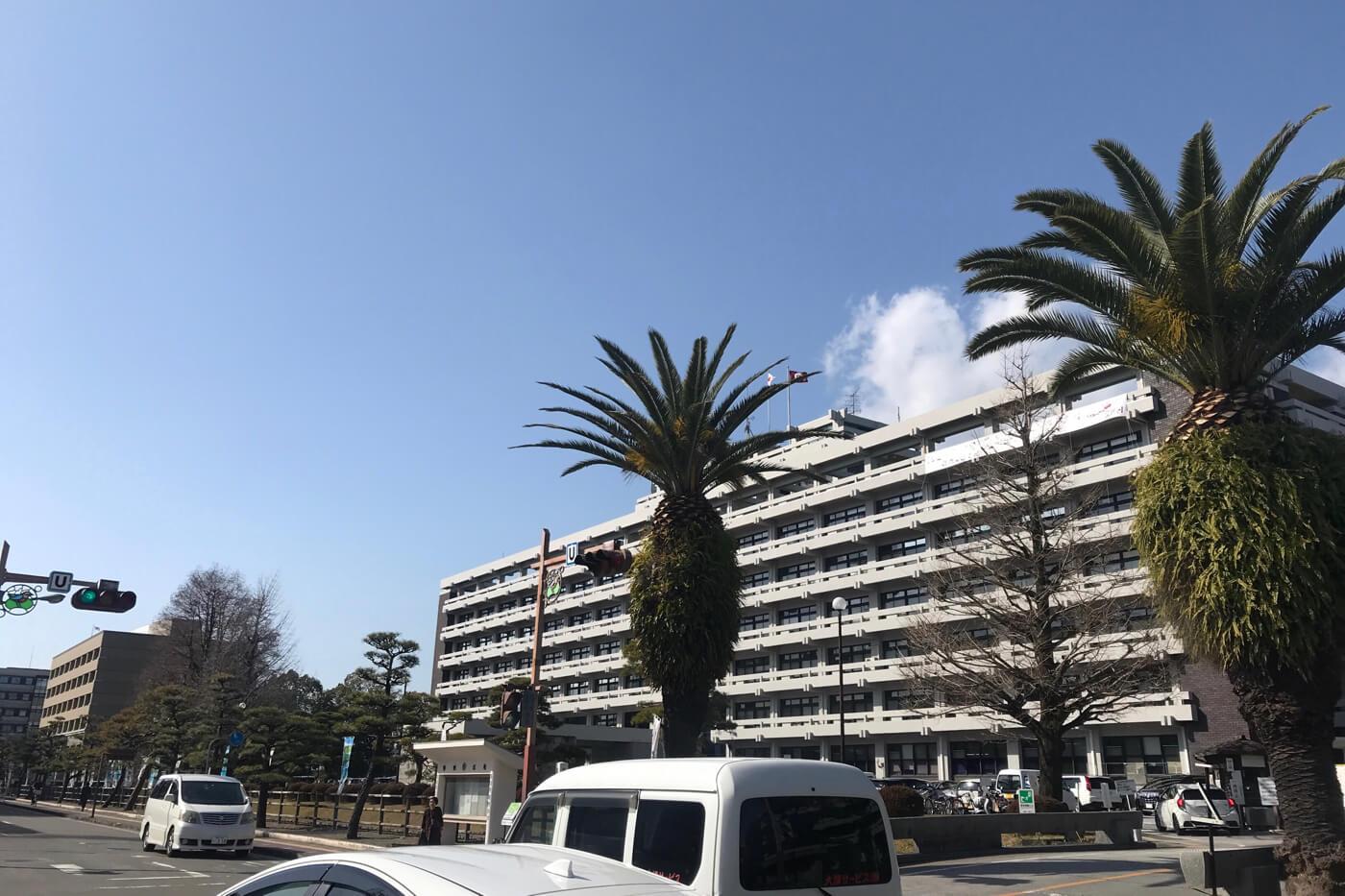 高知県庁の外観