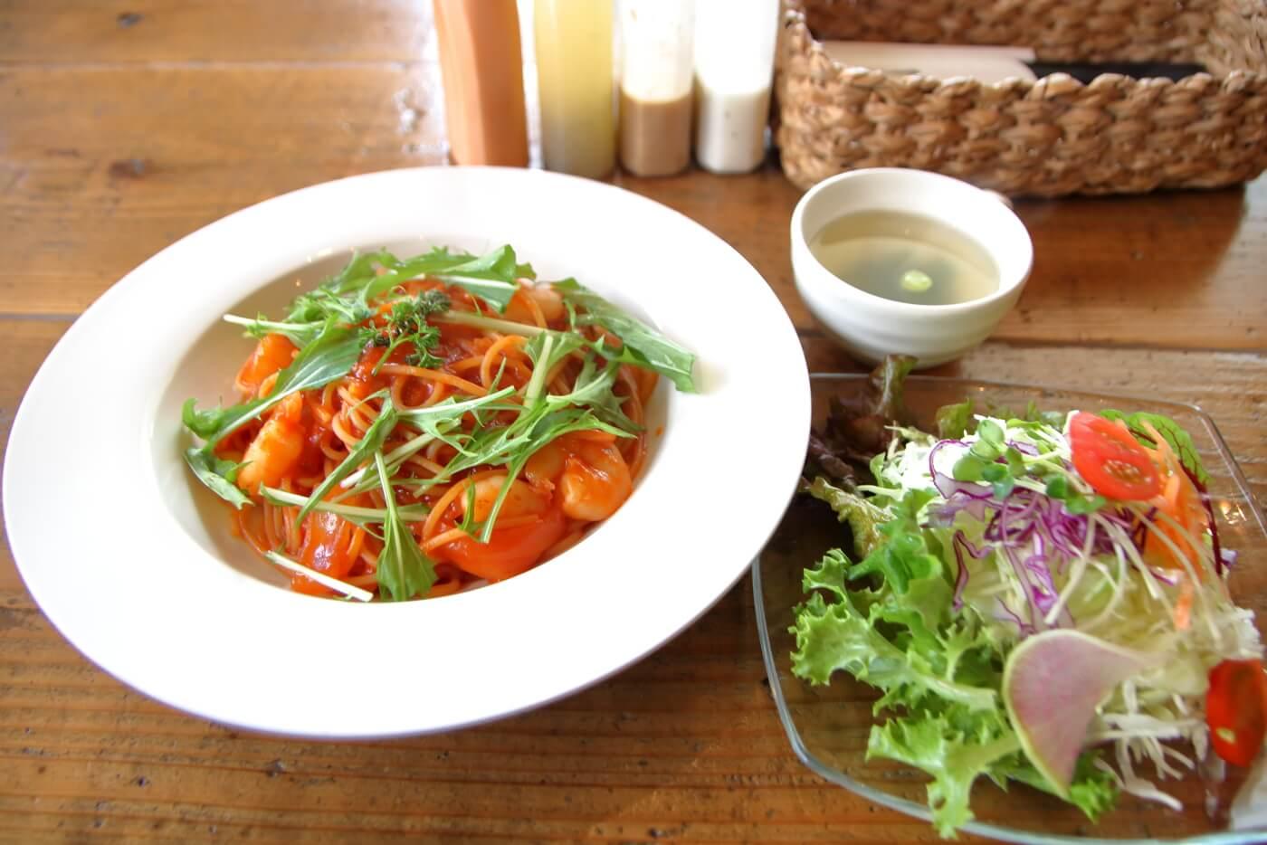 高知香美市土佐山田のカフェあかいみ 週替りパスタ エビのナポリタン