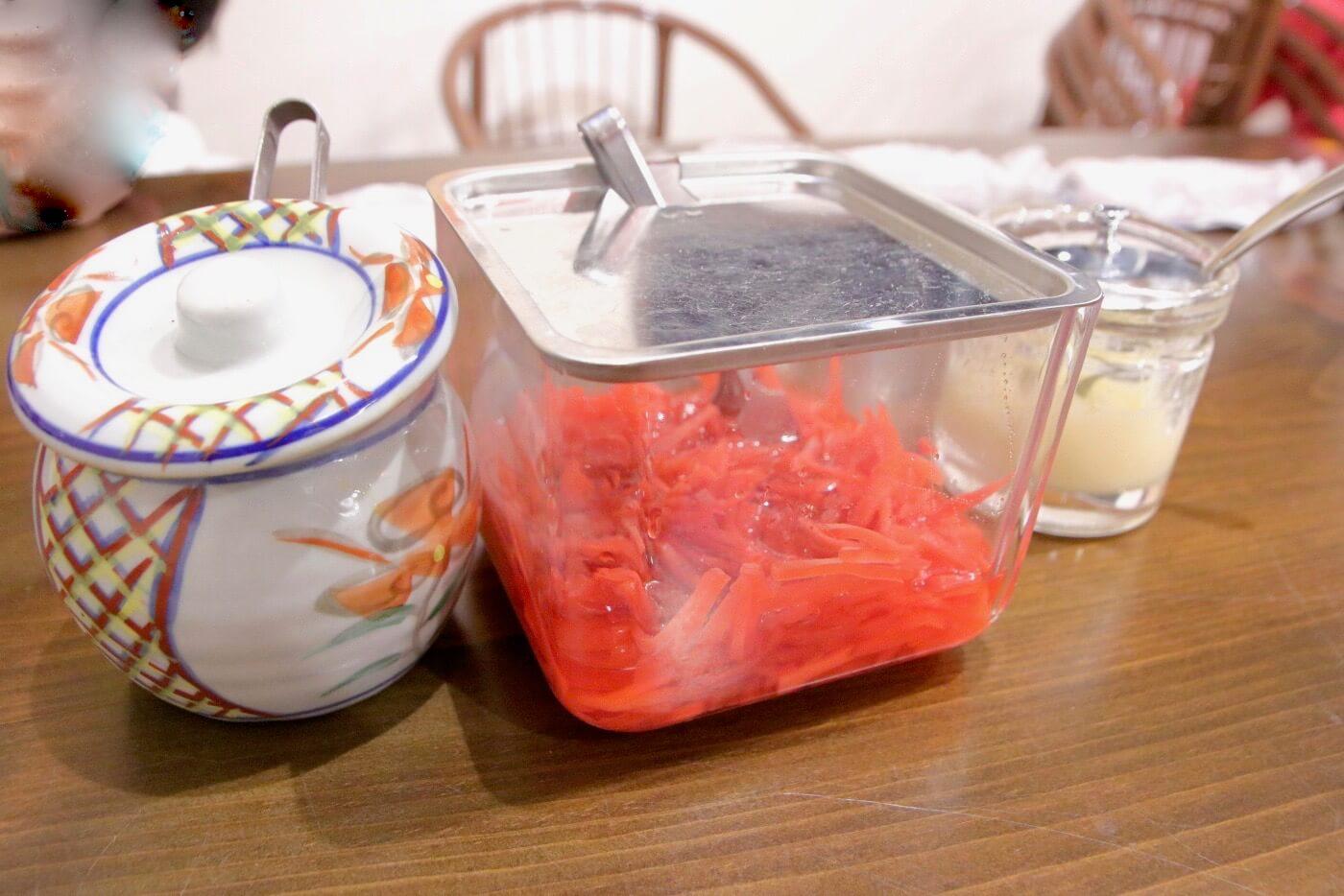 らーめん食堂あぐら家 辛子高菜と紅生姜とおろしニンニク