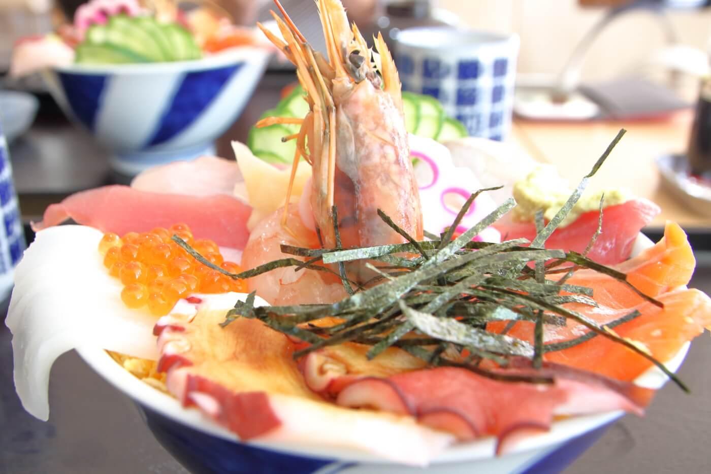 はるのの湯の食事処 土佐の旬 寿し春 特選海鮮ちらし丼