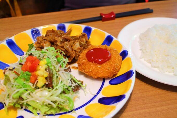 高知市春野町のレストランすぷりんぐす 日替わりランチ 豚の生姜焼きとクリームコロッケ