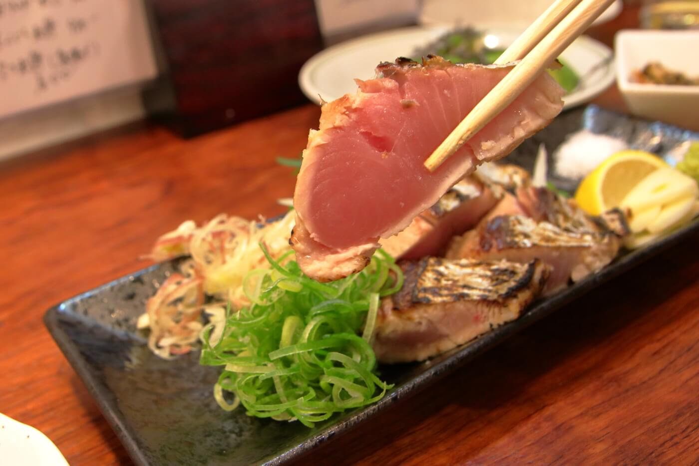 リニューアルオープンした高知市の居酒屋英屋の料理 カツオのタタキ