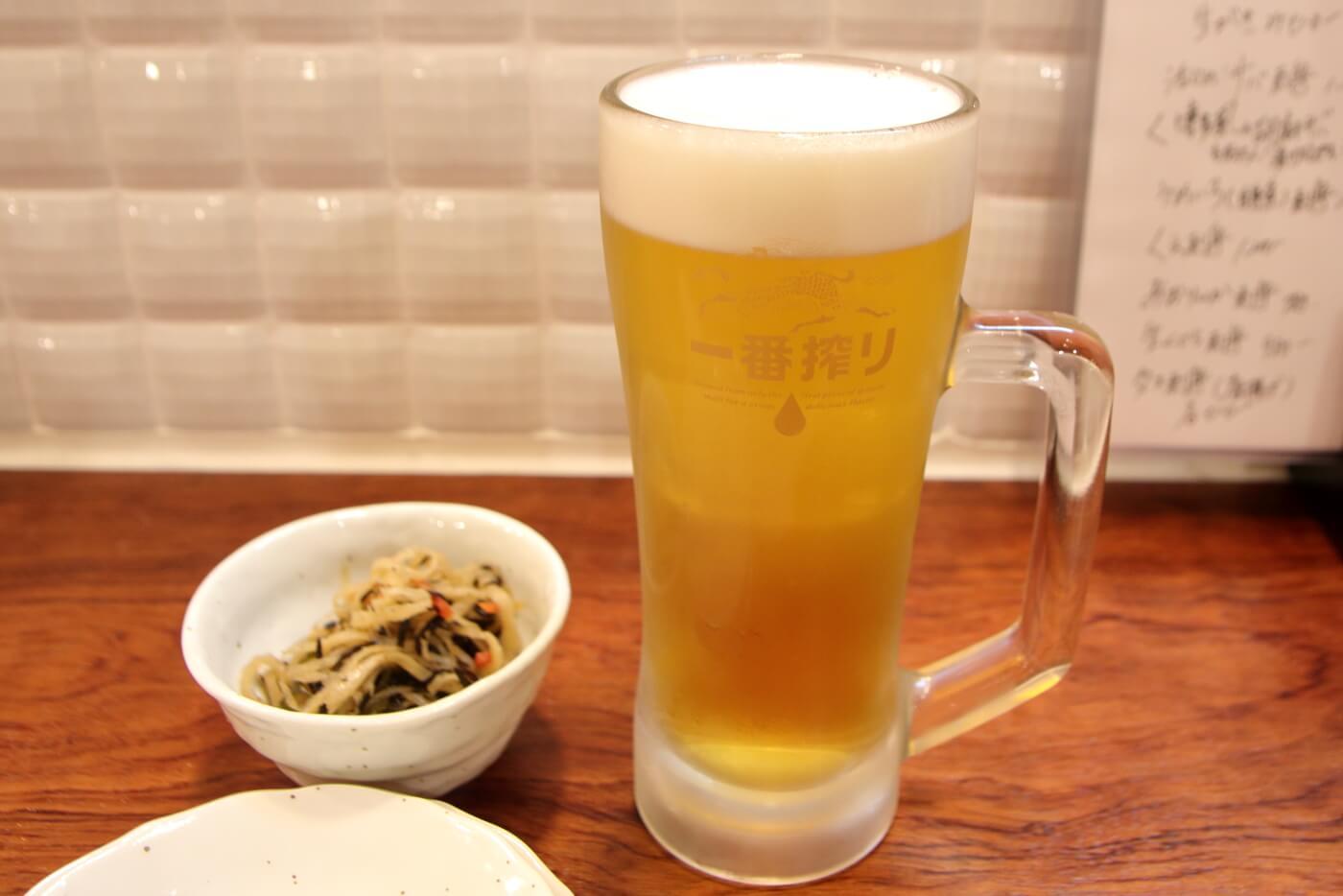 リニューアルオープンした高知市の居酒屋英屋のドリンク 生ビール