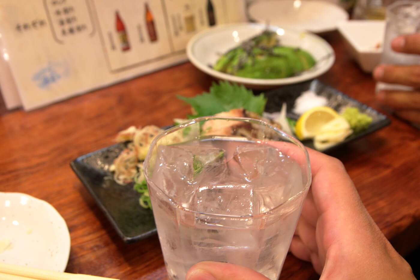 リニューアルオープンした高知市の居酒屋英屋のドリンク 焼酎ロック