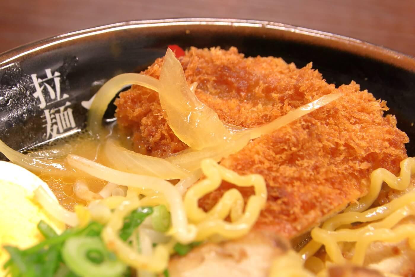 拉麺一方の味噌カツラーメン