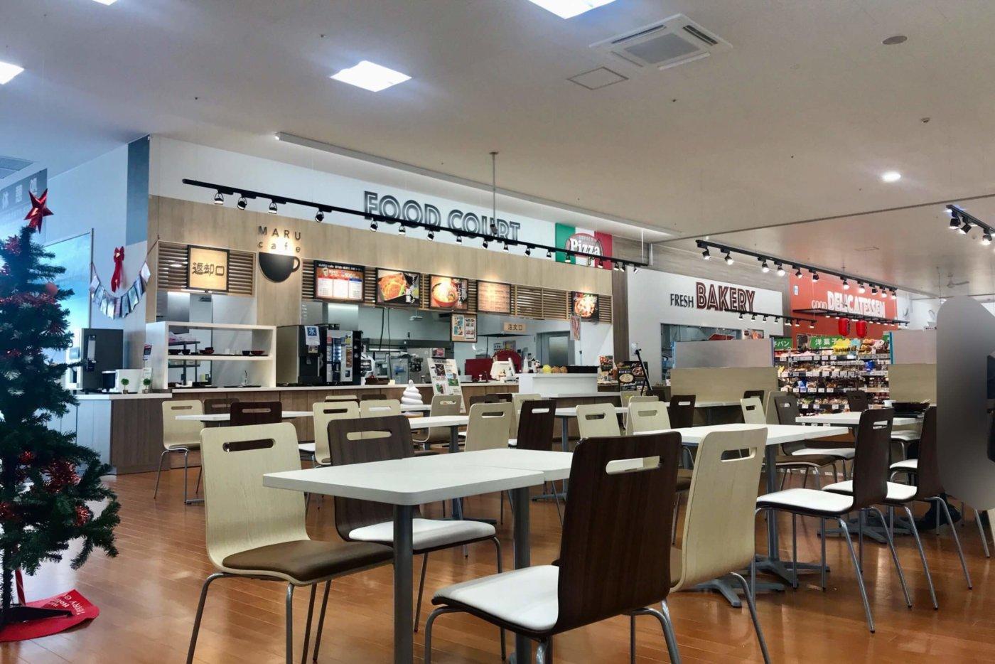 マルナカ高知インター店の内観 フードコート