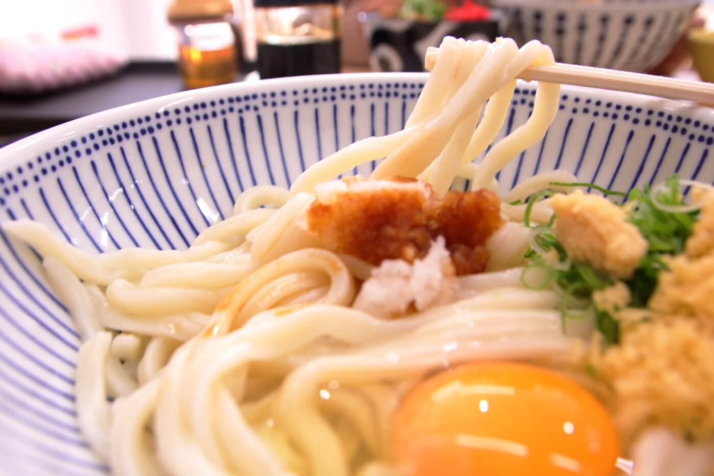 麺処やすきや製麺所セルフうどん てとて 卵かけ醤油うどん(大)