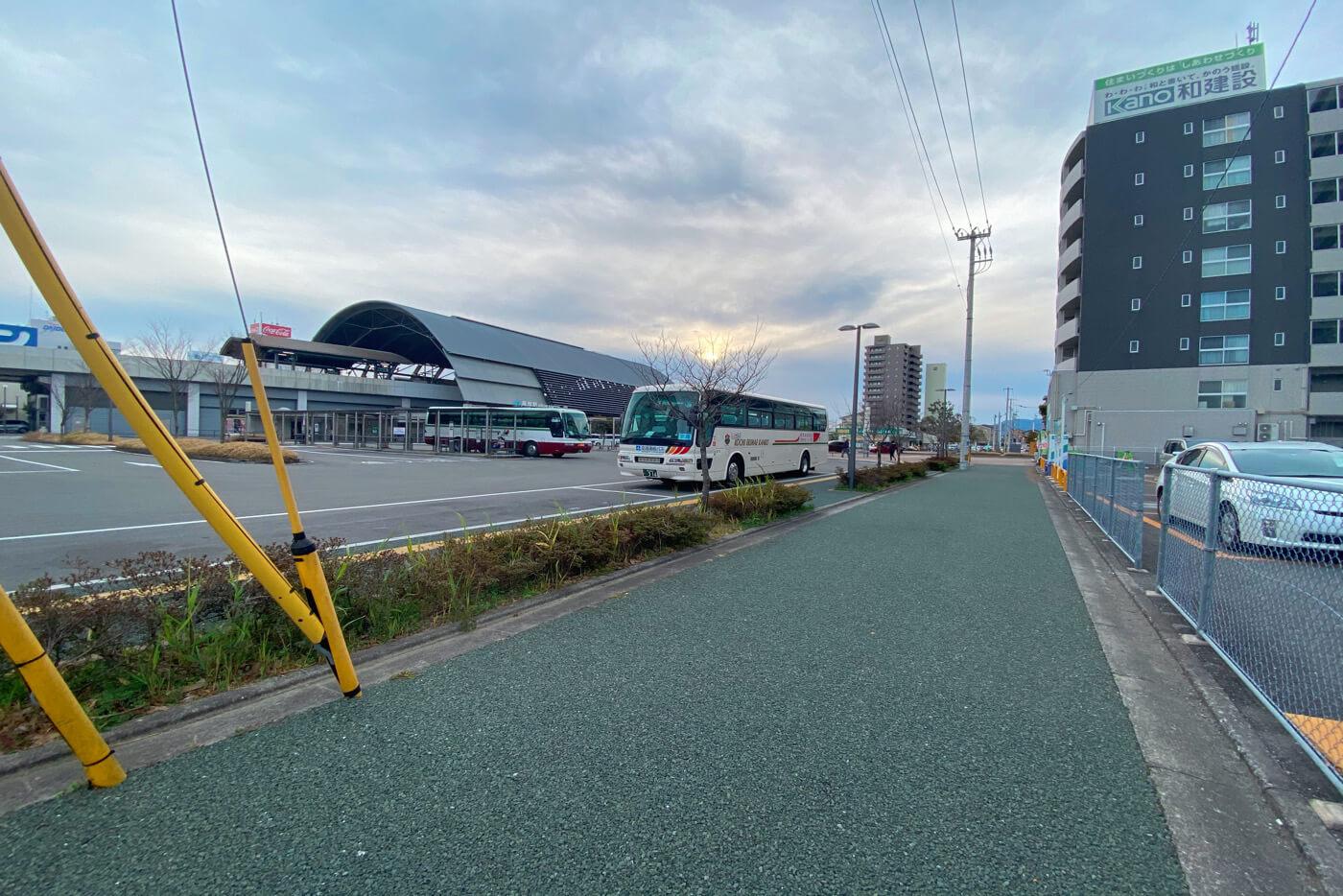閉店されたえききたが存在した跡地から見た高知駅