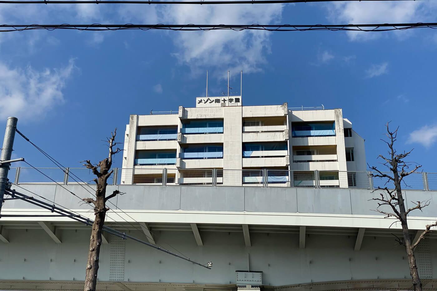 ザ・フォーシーズンが入店していたメゾン南十字星 取り壊し前の外観