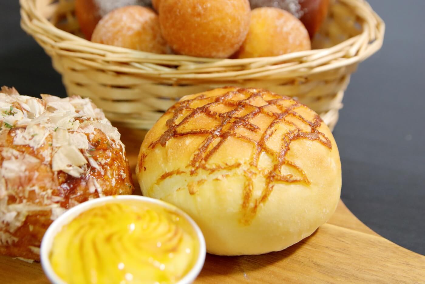 フルール洋菓子横内店 まろやかカレーパン
