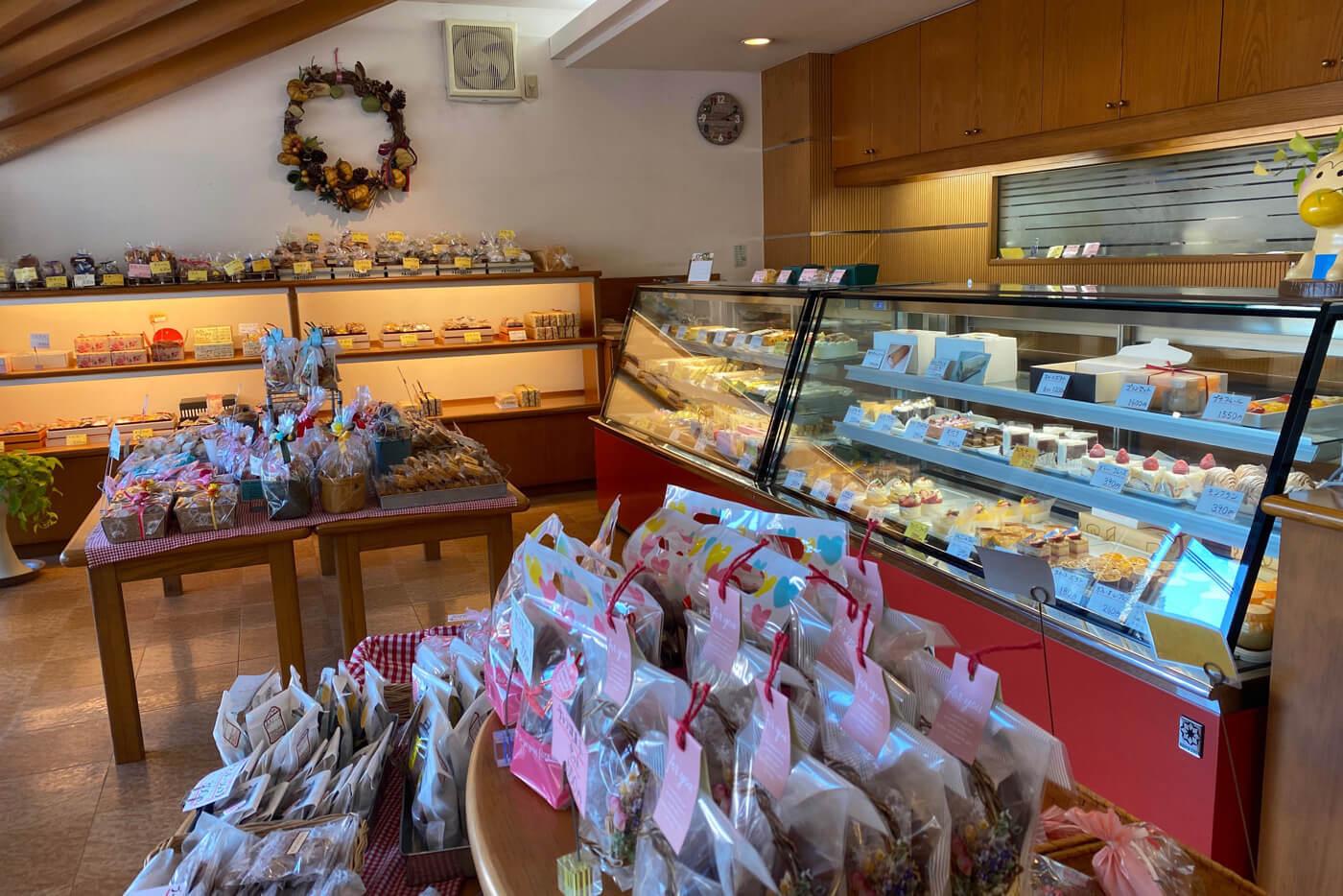 フルール洋菓子横内店 内観